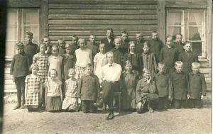 Foto: Auküla 4-kl algkooli õpilased, RM F 1398:1, SA Virumaa Muuseumid, http://www.muis.ee/portaal/museaalview/1364431