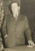 """Osvald Tooming esineb romaani """"Perekond Kirretid"""" arutelul Kabala rahvale, juuni 1959. Eesti Kirjandusmuuseumi kogu."""