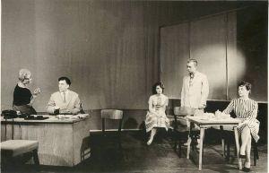 """Rakvere Teatri lavastus """"Perekond Kirret"""", RM F 347:19, SA Virumaa Muuseumid, http://www.muis.ee/museaalview/1876429."""