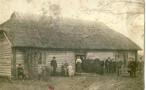 Kavastu muusika- ja lauluseltsi lauljaid koolimaja ees, RM F 658:8, SA Virumaa Muuseumid, http://www.muis.ee/portaal/museaalview/1849970.