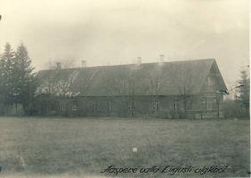 Liiguste kooli hoone Aaspere vald, 1922. RM F 105:15, SA Virumaa Muuseumid, http://www.muis.ee/museaalview/1299652.
