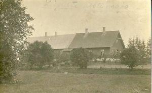 Liiguste koolimaja, 1920. aastad. RM F 1320:1, SA Virumaa Muuseumid, http://www.muis.ee/museaalview/1418328.