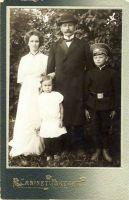 Perekond Krimm, RM F 1125:1, SA Virumaa Muuseumid, http://www.muis.ee/museaalview/1603144.