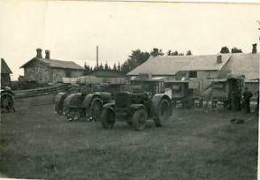 Kadrina Masina-Elektriühistu traktorid, 1946-1950. RM F 1283:2, SA Virumaa Muuseumid, http://www.muis.ee/museaalview/1430774.