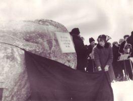 Mälestuskivi avamine Muugas, TALK EVMF 587:1 EVMF 587, Tallinna Kirjanduskeskus, http://www.muis.ee/museaalview/2263012.