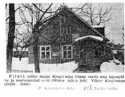 """Foto majast Kuressaares, kus elas lapsepõlves ja noorusaastatel revolutsionäär Viktor Kingissepp. Majal on mälestustahvel. """"Punane Täht"""" 23.03.1963."""