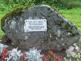 Ao Friedrich Robert Faehlmanni mälestuskivi tema sünnikohas. Foto: Heiki Koov, august 2007