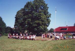 Piibe piirkonna külade kokkutulek mõisa pargis, 18.08.2001. Rakke muuseumi kogu.