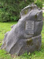 Mälestuskivi Hugo Raudsepale. Foto: Heiki Koov, august 2007.