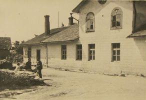 Kalmu pood. Raudsepp elas maja teisel korrusel. Eesti Kirjandusmuuseum.