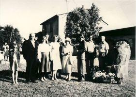 Esireas paremalt kirjanikud Ralf Parve ja Lilli Promet, Reet Tomband, Aime Kinnep, Valter Lehtla. Eesti Kirjandusmuuseum.
