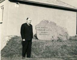 Mälestuskivi kirjanik Oskar Lutsule, RM F 1077:15, SA Virumaa Muuseumid, http://www.muis.ee/museaalview/1640357.