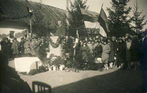Rakvere Linna III algkooli 125.aastapäeva pidustused, RM F 1073:2, SA Virumaa Muuseumid, http://www.muis.ee/museaalview/1640104.