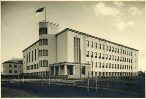 Rakvere Gümnaasium. Arhitekt Alar Kotli, EAM Fk 13110.1, Eesti Arhitektuurimuuseum, http://www.muis.ee/museaalview/3736493.