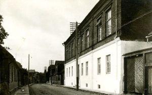 Rakvere Linna III algkooli hoone. Foto: J. Kiiber, 1930-ndad. RM F 1073:9, Virumaa Muuseumid SA, http://www.muis.ee/museaalview/1640209.