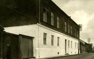 Rakvere Linna III algkooli hoone. Foto: J. Kiiber, 1930-ndad. RM F 1073:10, Virumaa Muuseumid SA, http://www.muis.ee/museaalview/1640211.
