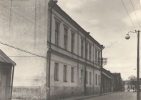 Koolimaja aastal 1966. DrKM F 213:13, Dr.Fr.R.Kreutzwaldi Memoriaalmuuseum, http://www.muis.ee/museaalview/972997.