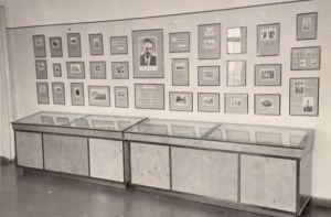 Jakob Liivi 100. sünniaastapäevale pühendatud näitus Rakvere muuseumis. RM F 86:48, SA Virumaa Muuseumid, http://www.muis.ee/museaalview/2005150.