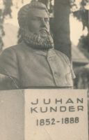 Juhan Kunderi monument Rakveres. Roman Haavamägi töö. , HM F 665 Ff, Haapsalu ja Läänemaa Muuseumid SA, http://www.muis.ee/museaalview/1061661.