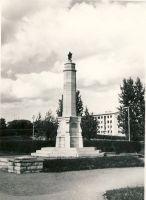Mälestussammas Rakveres, RM F 956:6, SA Virumaa Muuseumid, http://www.muis.ee/museaalview/1658647.