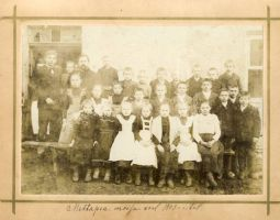 Mädapea mõisakooli õpilased ja õpetajad, aastal 1903, RM F 1153, SA Virumaa Muuseumid, http://www.muis.ee/museaalview/1545023.