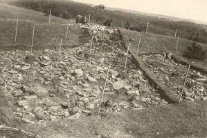 Kloodi linnus, arheoloogilised kaevamised 1951.a. RM F 87:131, SA Virumaa Muuseumid, http://www.muis.ee/museaalview/2018394.