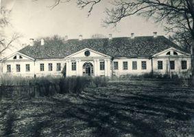 Uhtna mõisahoone, RM F 512:1, SA Virumaa Muuseumid. Foto: Kalle Soovik 1964-1965. http://www.muis.ee/museaalview/1775630.