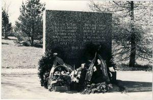 Loksa, mälestussammas nõukogude võimu eest langenutele, 1980. aastad. RM F 1329:6, SA Virumaa Muuseumid, http://www.muis.ee/museaalview/1421190.