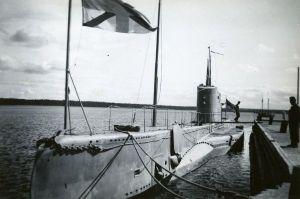 Eesti Vabariigi allveelaev Kalev sadamas, SM F 3761:1681 F, Saaremaa Muuseum, http://www.muis.ee/museaalview/1720022.