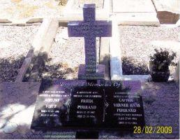 Foto: Hans Puurand. Siia on maetud Verner Puurand, tema abikaasa ja ta ämm.