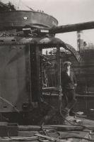 """Allveelaev """"Kalev"""" dokis, ees seisab Verner Puurand, MM F 2991, Eesti Meremuuseum, http://www.muis.ee/museaalview/132069."""