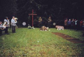 """Mälestusüritusel esinevad Väike-Maarja orkester ja segakoor """"Helin"""". Foto: Ellu Moisa, 21.09.2004. Väike-Maarja muuseum."""