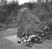 Mälestuskivi taasavamine 7.09.1996. Väike-Maarja muuseumi kogu.