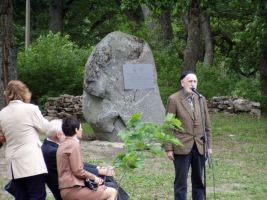Heino Ross jagab oma teadmisi. Määris sündinud Zoege von Mannteufel maeti 1926 aastal Kopli kalmistule, mille nõuk. okupandid maatasa tegid.