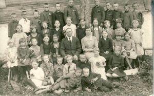 Raeküla kooli õpilased, RM F 1421:12, SA Virumaa Muuseumid, http://www.muis.ee/portaal/museaalview/1323068