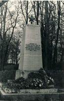 Monument II maailmasõjas langenute vennashaual Avandusel, RM F 1341:5, SA Virumaa Muuseumid, http://www.muis.ee/museaalview/1382063.