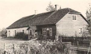 Kirepi kooli hoone, kus õppis Jakob Tamm. Foto: Kirt Kaljola. TaM F 105:1, Tartumaa Muuseum, http://www.muis.ee/museaalview/1527412.