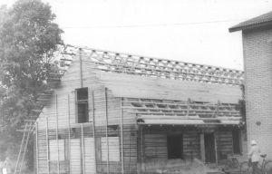Endise kihelkonnakoolihoone taastamine peale 15.03.1984 toimunud tulekahju. Väike-Maarja muuseumi kogu.