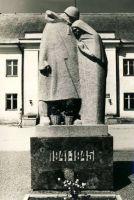 Väike-Maarja, mälestussammas nõukogude võimu eest langenutele, 1980. aastad. RM F 1329:26, SA Virumaa Muuseumid, http://www.muis.ee/museaalview/1421231.