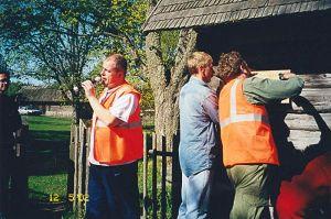Mälestustahvel kinnitati saunale 12. mail 2002. Kes on pildid? Kas on veel fotosid? http://www.rattaretked.ee/index.php/pildid/2002-kuidas-elad-lahemaa.