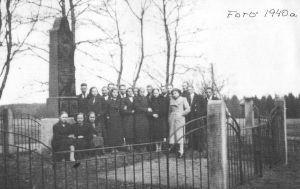 Üks viimaseid fotosid monumendist. Leerilapsed, mai 1940. Erakogu.