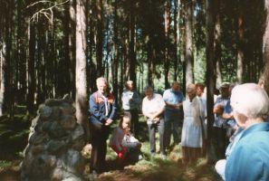 Kõnet peab siin hukkunud metsavend Eerik Luusi vend Leo Luus.