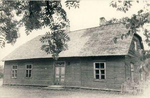 """Viru Eesti Seltsi """"Kalevipoeg"""" koolimaja Salatse külas, RM F 757:174, SA Virumaa Muuseumid, http://www.muis.ee/portaal/museaalview/1685544"""