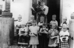 Foto: Kadila ajalootuba. Kadila kooli pere 1.09.1992.