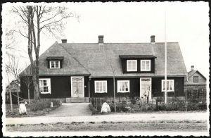 Foto: Tammiku algkooli maja, foto on tehtud umbes aastal 1950. Roela lasteaia arhiiv.