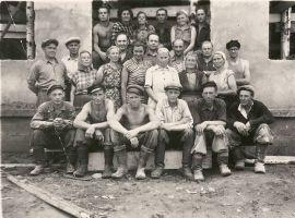 Tudu koolimaja ehitajate brigaad, RM F 355:21, SA Virumaa Muuseumid, http://www.muis.ee/museaalview/1879995.