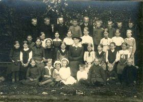 Iila kooli õpilased, RM F 1080:2, SA Virumaa Muuseumid, http://www.muis.ee/museaalview/1644812.