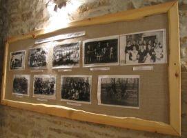 Näitus rahvamajas. Foto: Heiki Koov, juuli 2011.