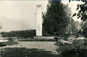 Viru-Nigula, mälestussammas nõukogude võimu eest langenutele, 1980. aastad. RM F 1329:12, SA Virumaa Muuseumid, http://www.muis.ee/museaalview/1421196.
